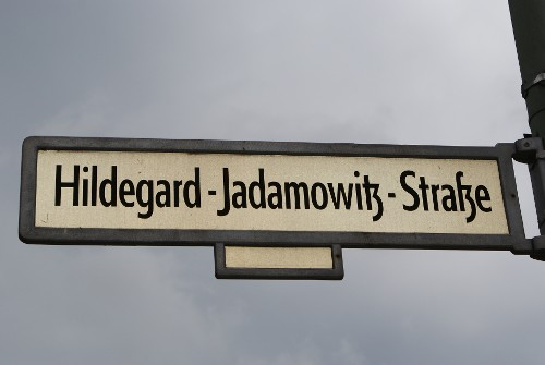 Hildegard Jadamowitz - Kleine Straße für große Person
